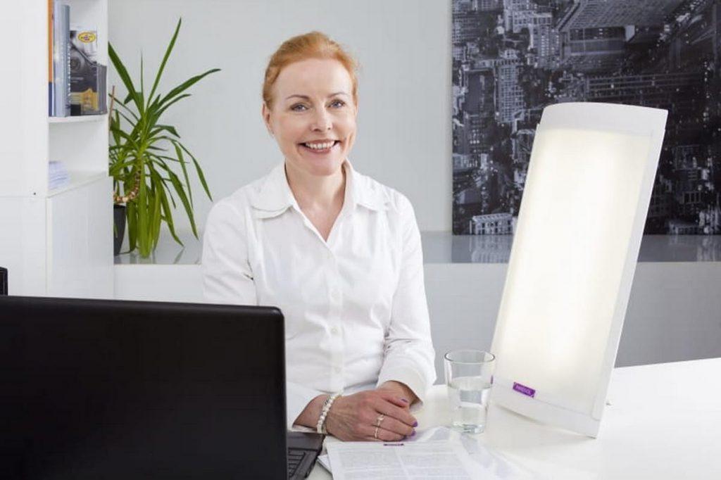 Lampa Innolux Lucia - światłoterapia podczas pracy
