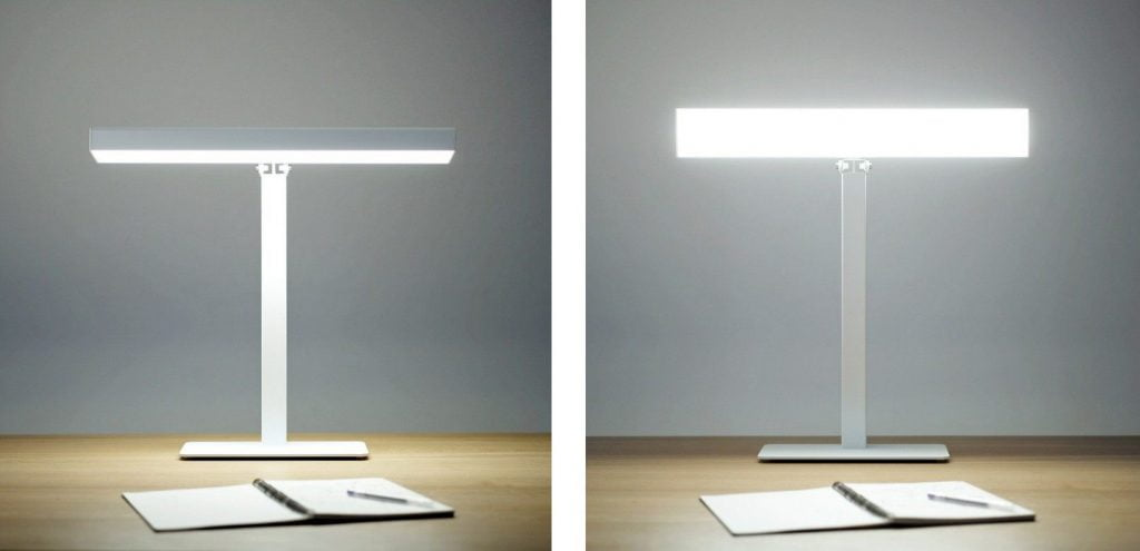 Lampa Valovoima biurkowa posiada klosz, który można regulować w różnych kierunkach.